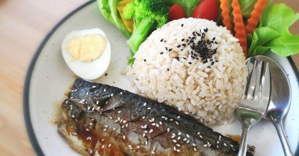 1 chén cơm bao nhiêu calo, 1 chén cơm bao nhiêu gam gạo? Nên ăn bao nhiêu bát cơm một bữa?