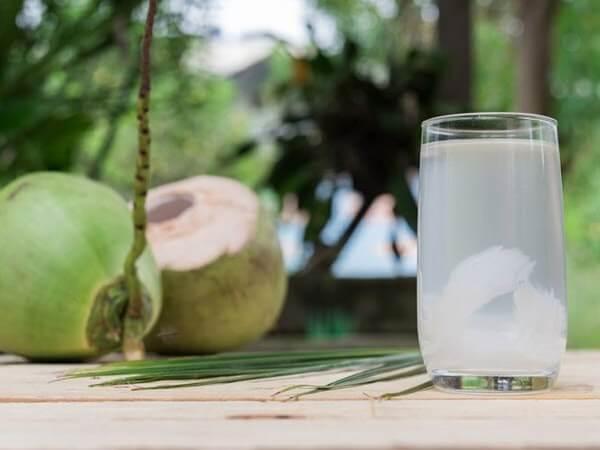 Uống nước dừa giảm cân còn có tác dụng giảm mỡ bụng hiệu quả